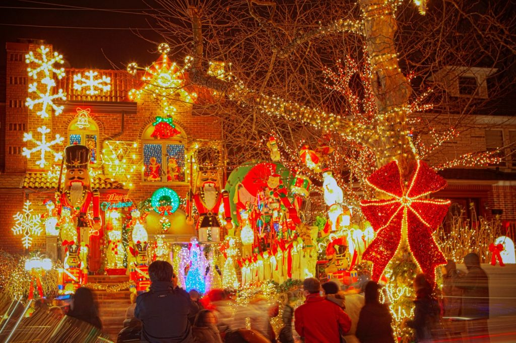 Christmas-Lights-Tour-5_Courtesy-A-Slice-of-Brooklyn-Bus-Tours